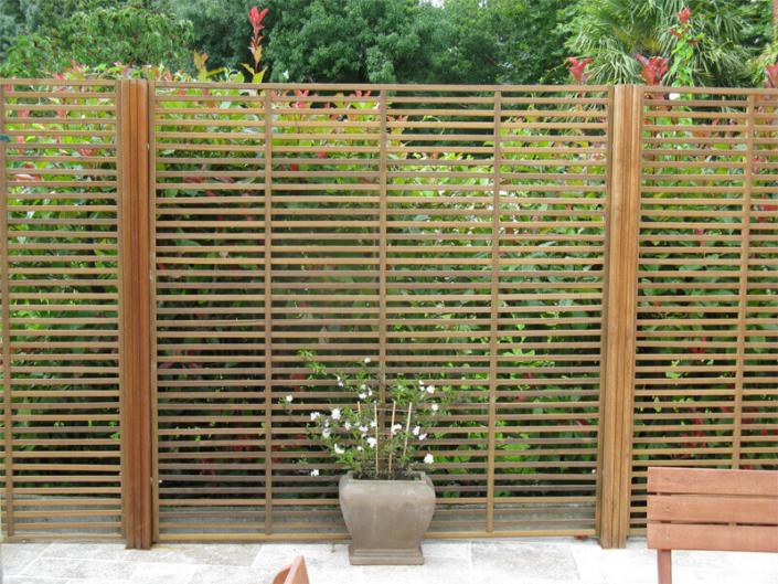 Claustra en bois, séparateur de jardin, clôture et portail - Morisseau Paysagistes Nantes