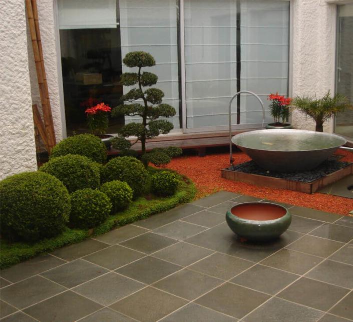Aménagement de jardin, zen et contemporain, terrasse, plantes, bassin, création de jardin pour les particuliers - Morisseau Paysagistes Nantes