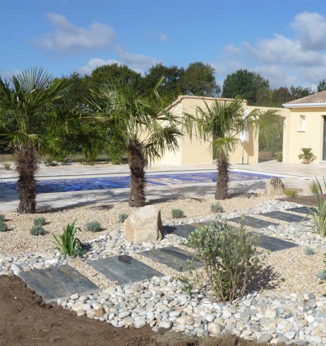 Aménagement de jardin, transplantation de palmier, terrasse, piscine, création de jardin pour les particuliers - Morisseau Paysagistes Nantes