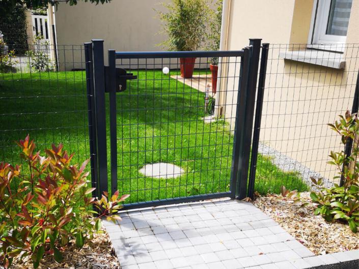 Portillon grillagé, clôture et portail - Morisseau Paysagistes Nantes
